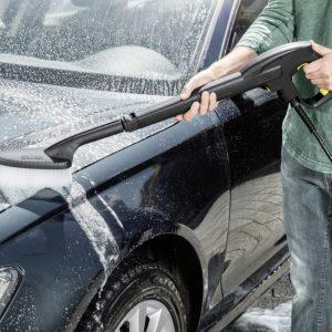 Ahorra agua y elimina la suciedad de tu carro o bicicleta con la Hidrolavadora Karcher K2 Car MX, la solución de limpieza efectiva para tu hogar